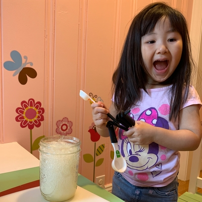 Averie makes a fizzy lemonade!