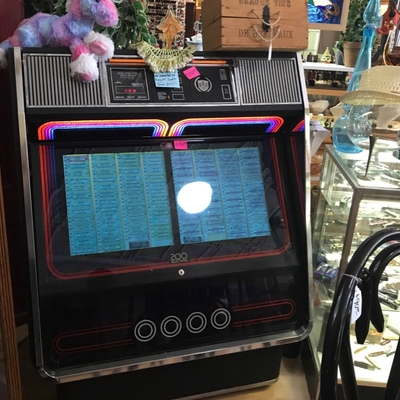 Jukebox w/ 200 Orig 70's and 80's Hits